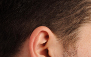 Zalehlé uši od krční páteře
